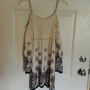 Off the shoulders sleeves Dress